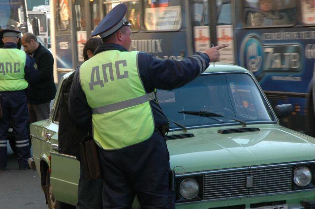 Омские полицейские разыскивают водителя, скрывшегося с места ДТП.