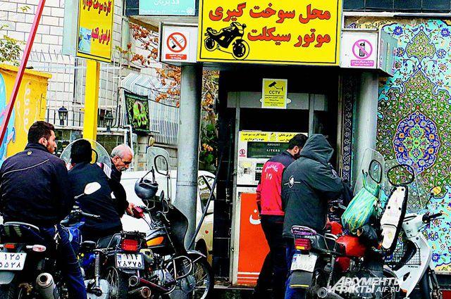 Во всех «бензиновых» странах своим гражданам горючее продают за копейки. Чего не скажешь о нас.