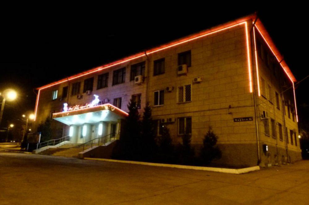 Подсветка здания в Пролетарском районе.
