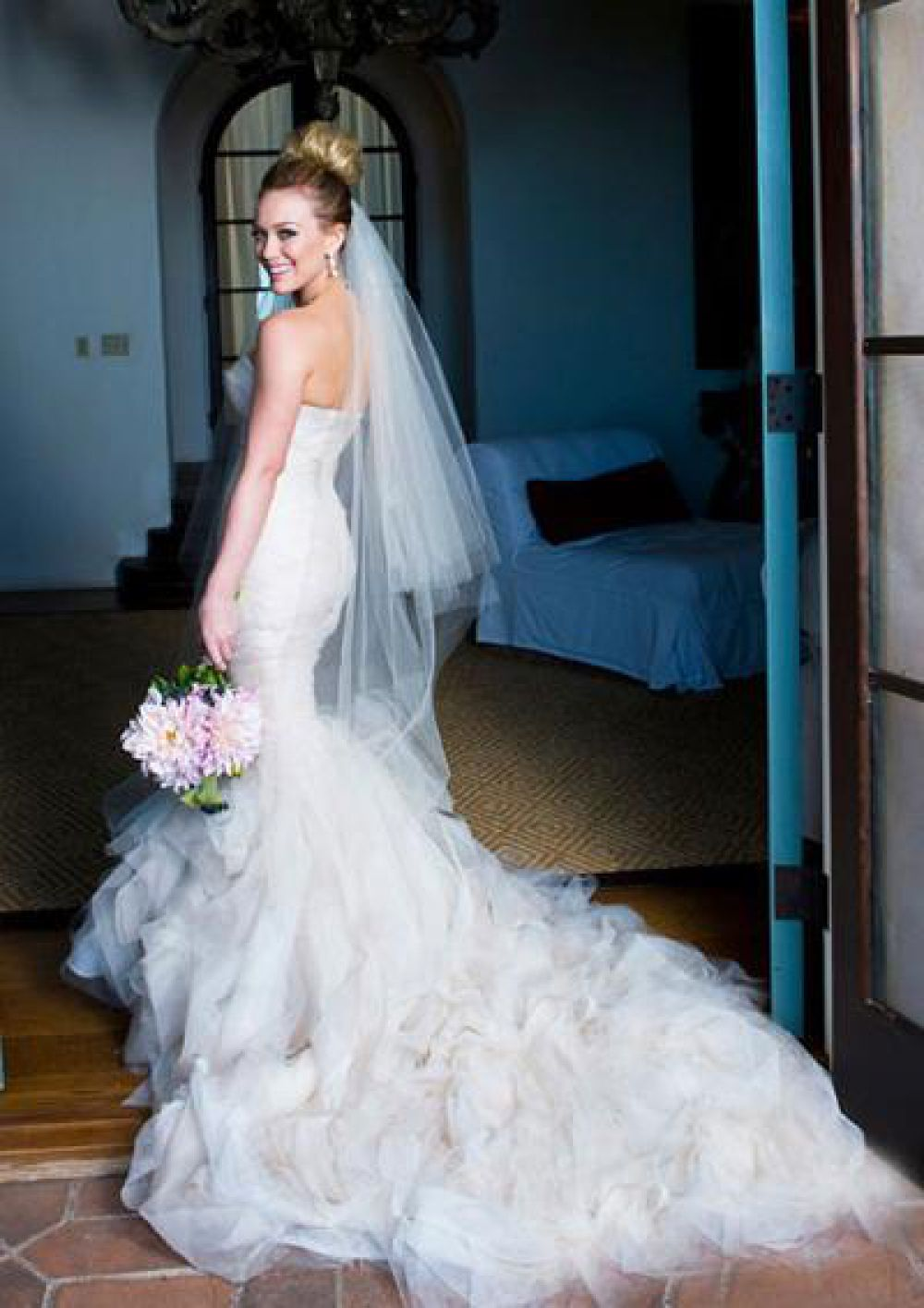 Хилари Дафф – платье с воланами от Веры Вонг