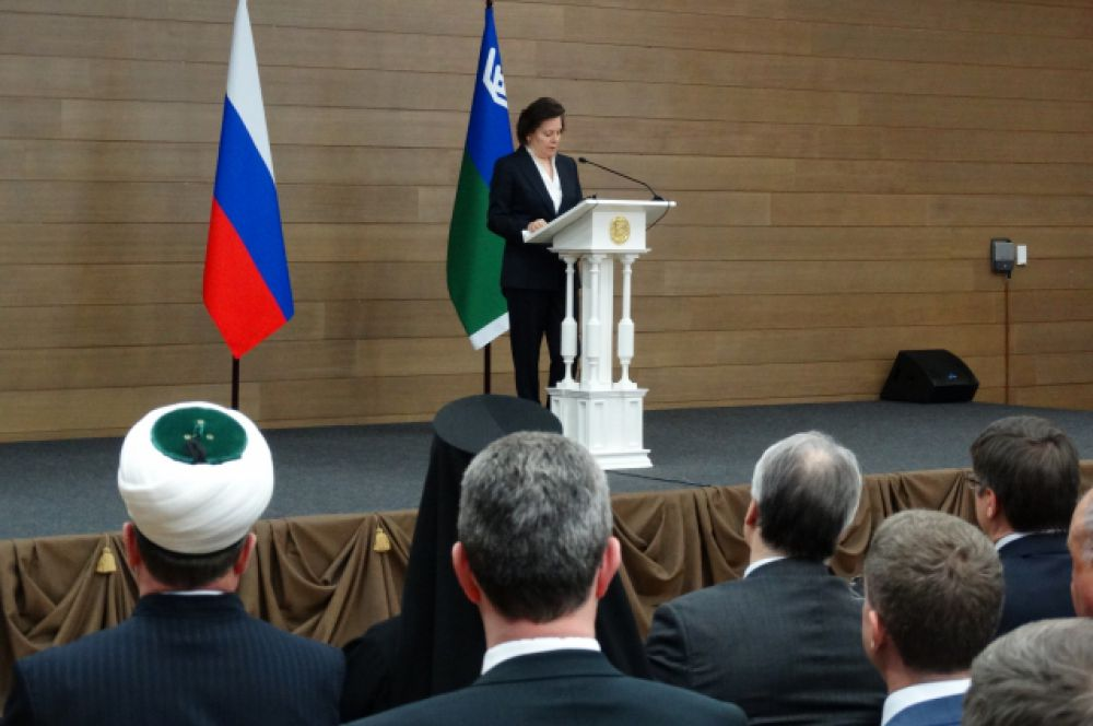 Наталья Комарова читала обращение меньше часа.