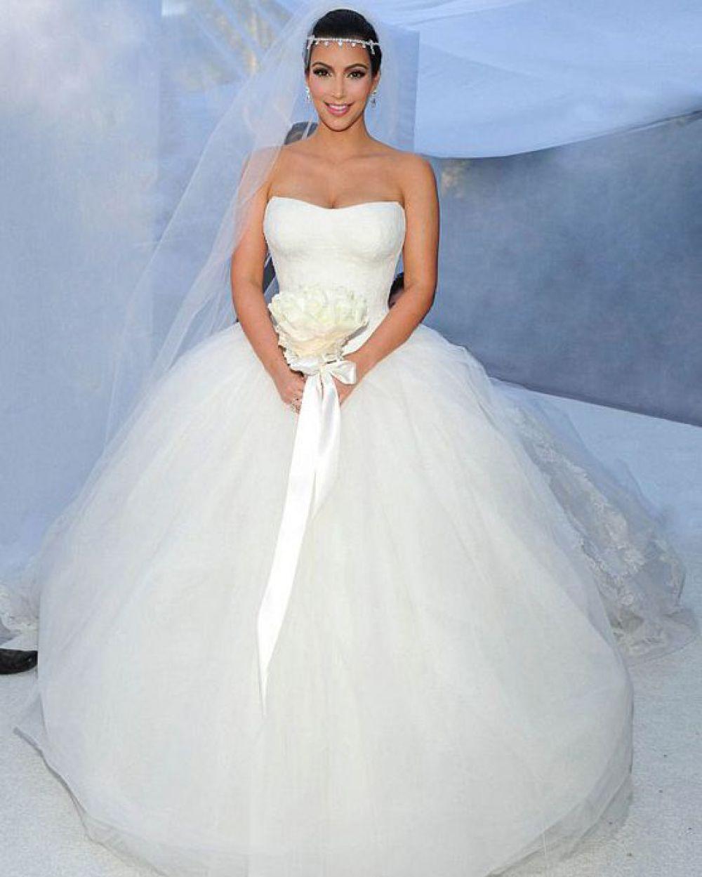 Ким Кардашьян в платье Vera Wang