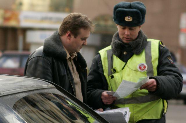 Штрафы получили омские инструкторы по вождению на нарушения ПДД.
