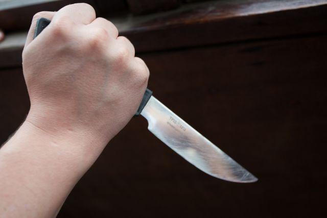 Жительница Никеля всадила обидчику нож в шею