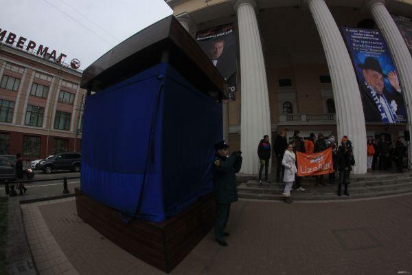 Брянск стал первым городом после Москвы, куда волонтёры поисково-спасательного отряда Лиза Alert привезли инсталляцию.