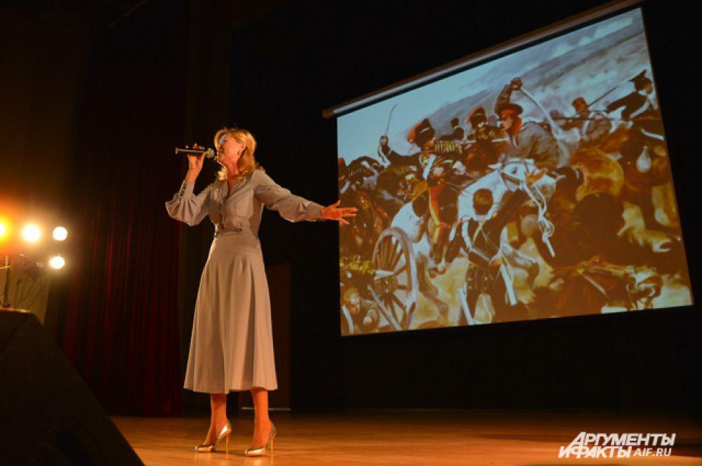 Вика Цыганова поделилась с кадетами своей личной историей любви к полуострову и спела ещё несколько старых песен.