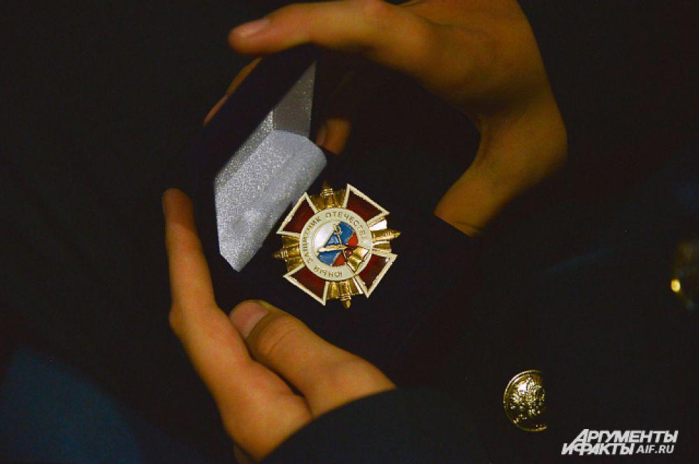 Свои первые ордена получили и приехавшие кадеты - «Юные защитники отечества».