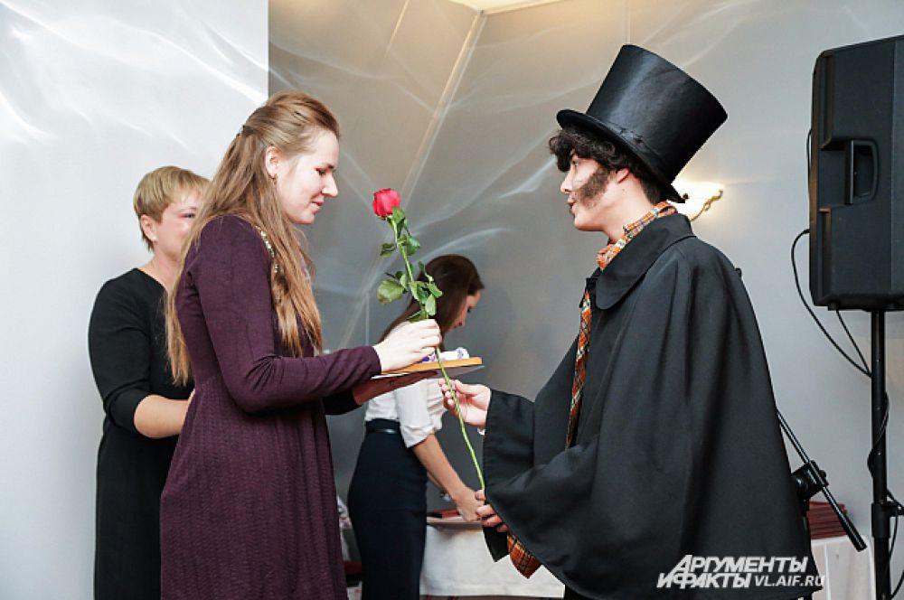Получить цветы от Александра Сергеевича - радостно вдвойне.