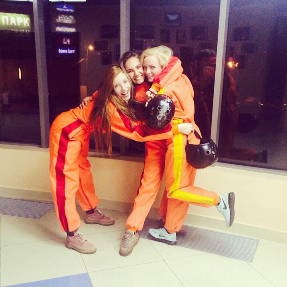 За месяц подготовки к конкурсу чем только не развлекали красоток. На фото девчонки после полета в аэротрубе.