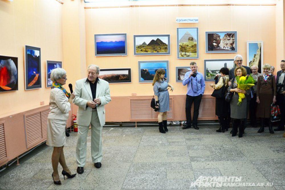 Ведущей торжественной части мероприятия была Почетный гражданин города Ирина Витер.