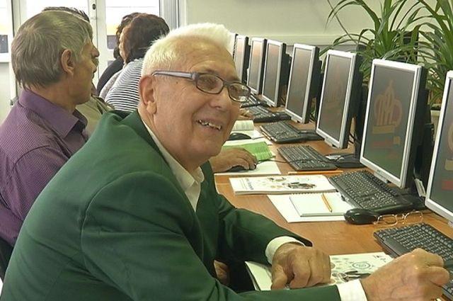 Пенсионеров обучат компьютерной грамотности.