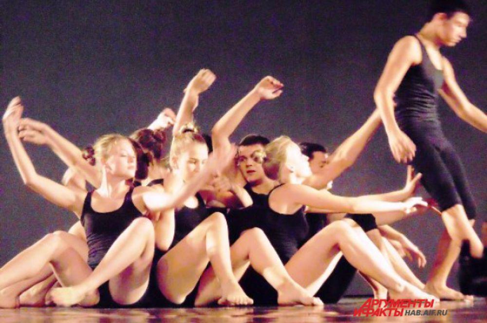 Причудливый танец, похожий на распространение эпидемии, от студии «Пластилин» из Владивостока