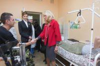 Супруги Порошенко и Байден в госпитале