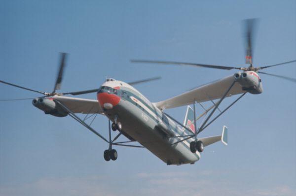 Ми-12 – самый тяжелый вертолет в мире - мог поднимать груз свыше 30 тонн и был сконструирован для перевозки баллистических ядерных ракет. Длина вертолета – 37 м, максимальная взлетная масса - 105 000 кг.