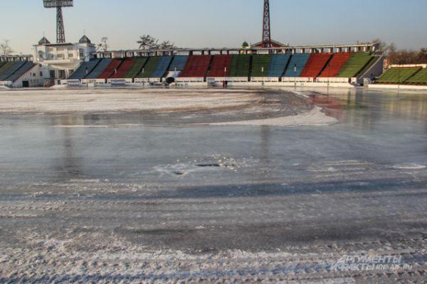 Дневные температуры не позволяют сделать идеальный лед.