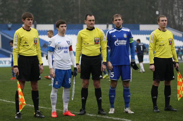 Последний в этом году матч команды играли под проливным дождем.