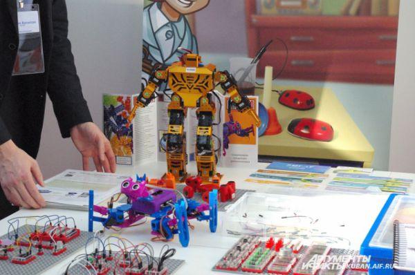 Танцующий робот - вот они игрушки ХХI века.