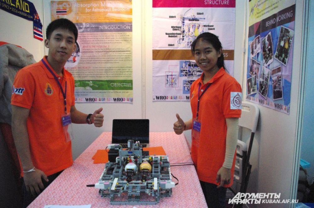 Школьники из Тайланда знают, как космонавтам очищать воздух от углекислого газа и вредных примесей.