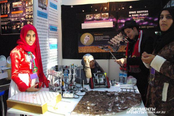 Светлана Журова обратила внимание на то, что в мусульманских странах Персидского залива девочкам не запрещают заниматься робототехникой.
