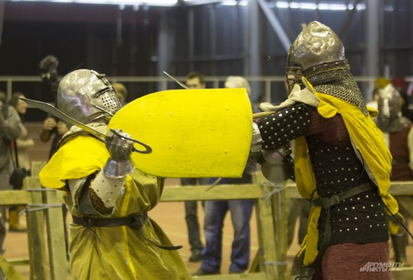 Средневековые поединки в современном мире смотрятся даже зрелищнее многих боксерских боев