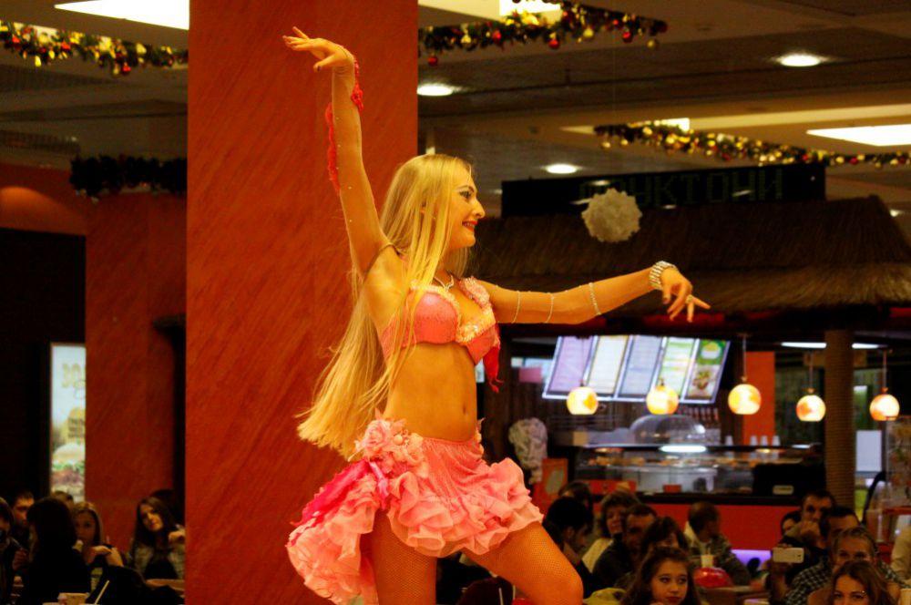 Танцовщицы показали всё своё мастерство.