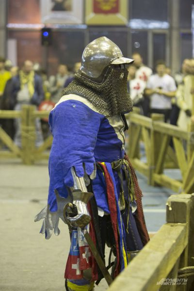 Рыцари сражаются не только в силе, но и в том, чьи доспехи соберут больше внимания зевак