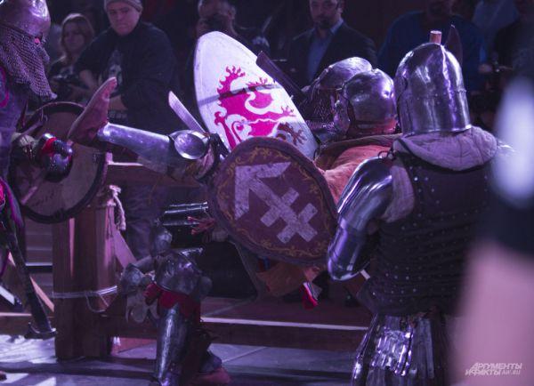 В бою в ход идет все, и голова, и руки, и ноги - не только оружие