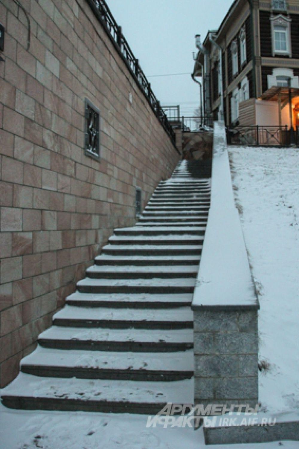 Крутые лестницы опасны для здоровья.