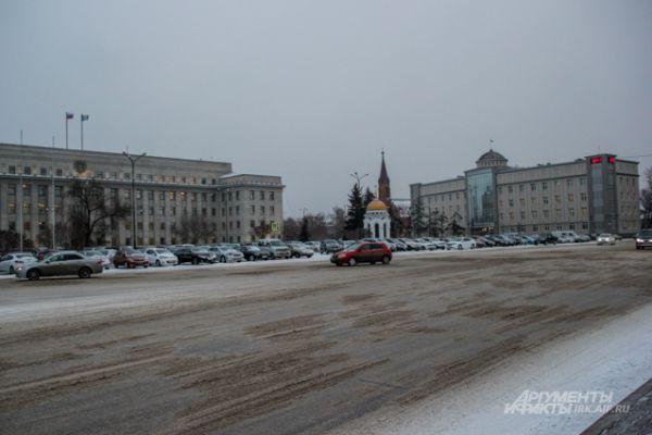 Не может похвастаться чистотой и сквер Кирова.