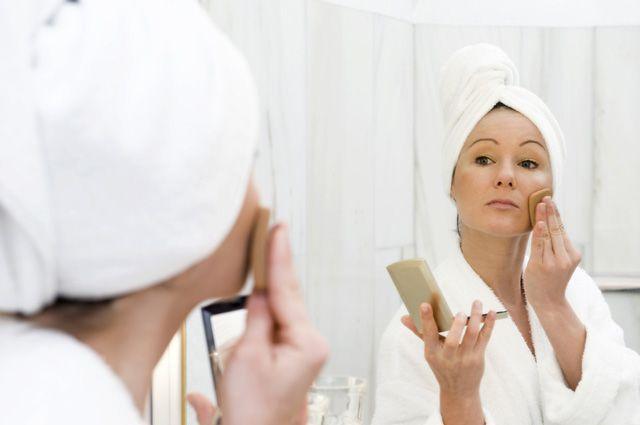 За кожей лица нужно ухаживать, чтобы сохранить его молодость и красоту.
