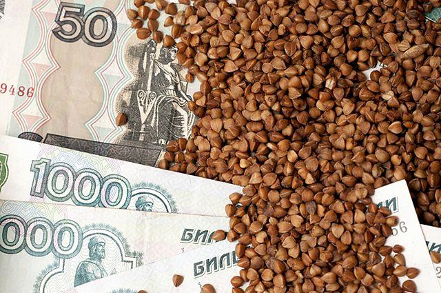 Гречка есть, но в одной торговой сети она по 40 рублей, в другой - 69 или все 80 рублей.