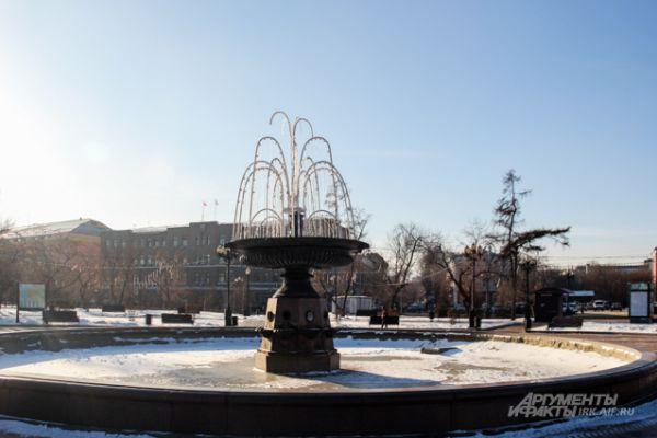 Ночью фонтан будет красиво светиться.