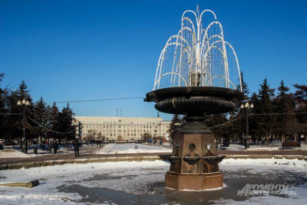 На сквере Кирова уже установили световой фонтан, который впервые появился в 2014 году.