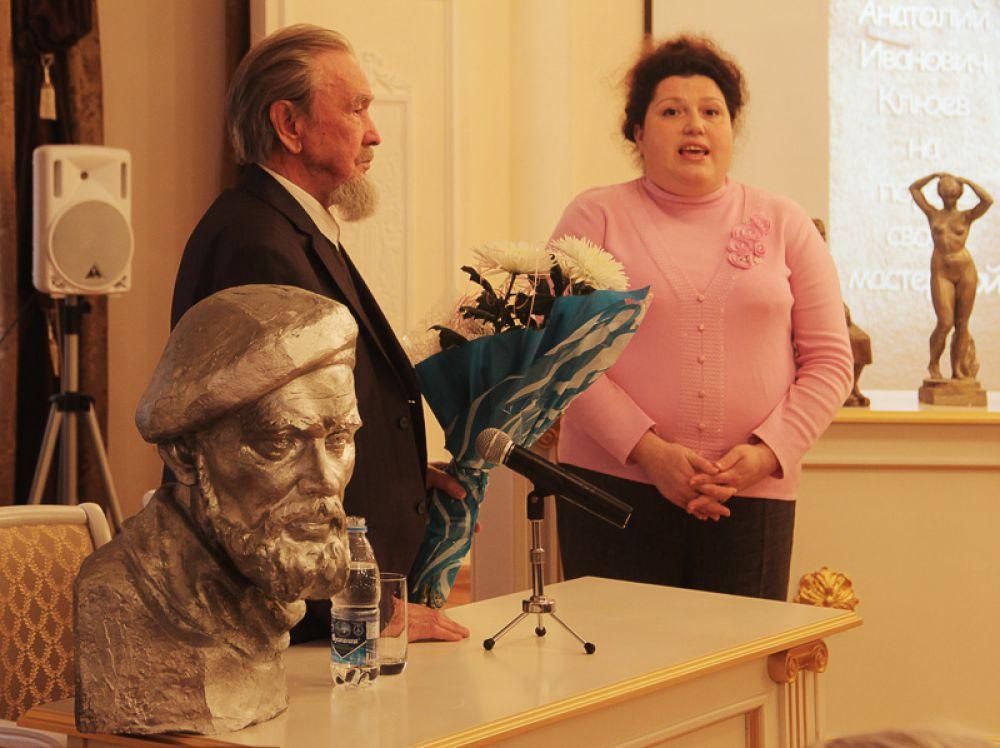Анатолия Ивановича поздравила заместитель министра искусства и культурной политики Евгения Сидорова