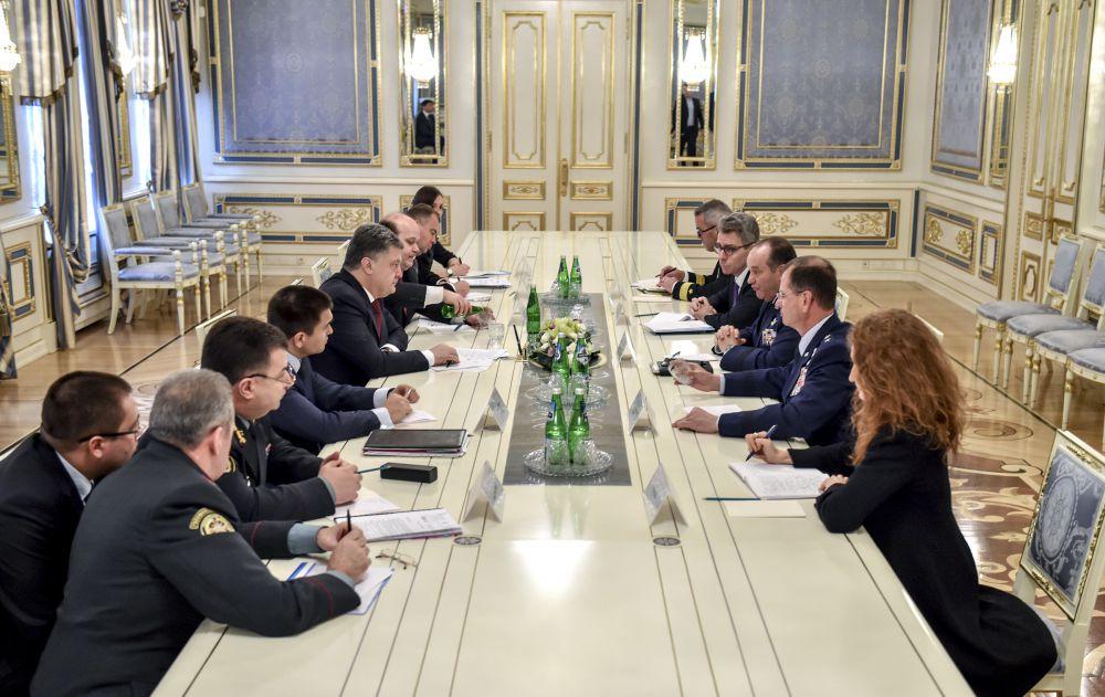 Петр Порошенко встретился с главнокомандующим силами НАТО Филиппом Бридлавом