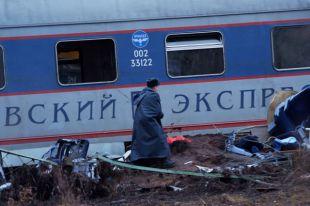 Наместе крушения пассажирского поезда Москва – Петербург «Невский экспресс» вТверской области.