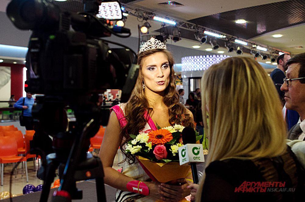Кроме того, победительница конкурса оказалась Чемпионкой НСО, Сибири и Дальнего Востока по плаванию, и Чемпионкой мира по плаванию в холодной воде.