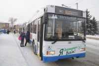 Два троллейбуса сошли в кювет в Омске.