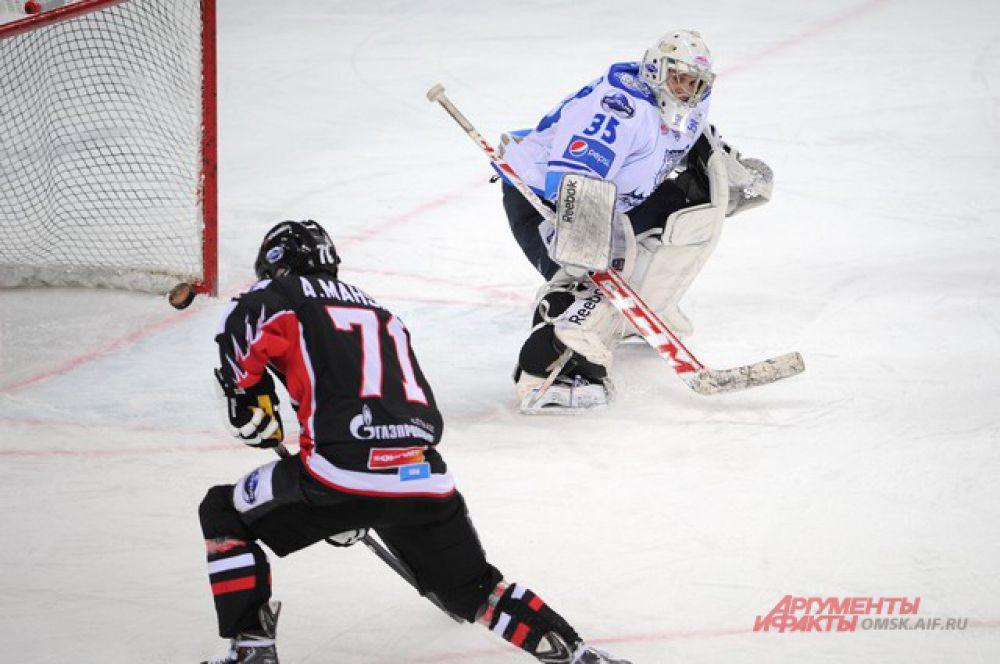 «Омские ястребы» обыграли «Снежных барсов» со счётом 4:3.