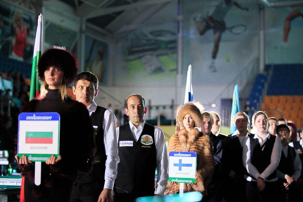 По традиции на церемонии открытия чемпионата были представлены спортсмены-участники.