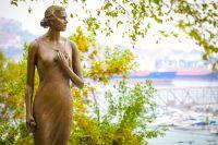 Памятник героине песни