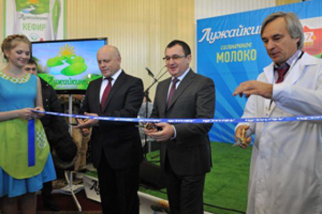 Николай Федотов и Виктор Назаров открыли молокоперерабатывающий завод в Прииртышье.