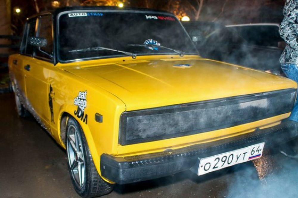 Автомобиль «ВАЗ2108» выделяется исключительно покраской в желто-черных тонах. Изменений по двигателю нет.