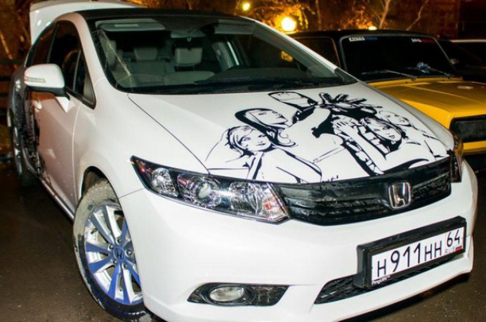 Автомобиль «Honda Civic». Выделяется из толпы качественной винилографией.