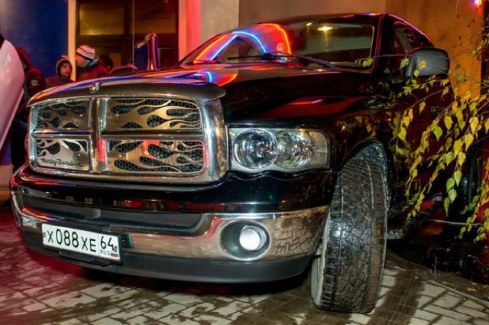 Автомобиль«Dodge Ram 2500».