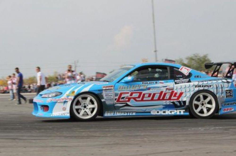 Автомобиль «Nissan Silvia S15» полностью изменен, как внешне, так и по двигателю и ходовой части, поскольку автомобиль подготовлен исключительно для участия в соревнованиях по дрифту. Автомобиль из Самары, участник региональных соревнований.