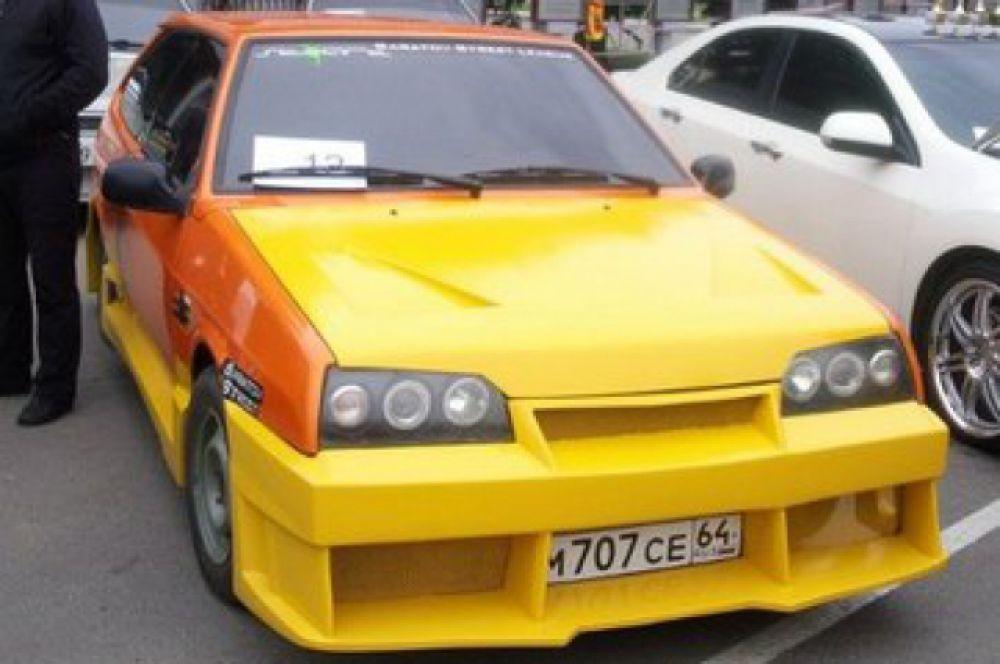 Автомобиль «ВАЗ2108» полностью видоизменен внешне, установлены эксклюзивные спортивные обвесы, изготовленные вручную. Также заменен капот и крышка багажника, убраны арки у дверей. Автомобиль покрашен в оранжевый и желтый цвета. Модификаций по двигателю нет.