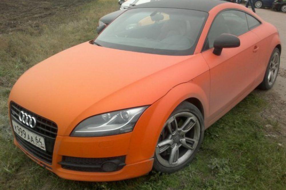 Автомобиль «Audi TT» максимально стандартной комплектации, покрыт яркой качественной виниловой пленкой. Изменений по двигателю нет.