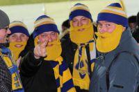 Деды Морозы с желтыми бородами - это новый бренд футбольного болельщика