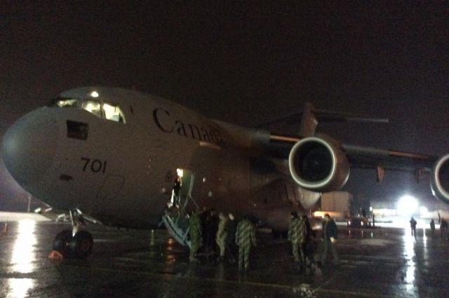 Самолет из Канады с военной помощью